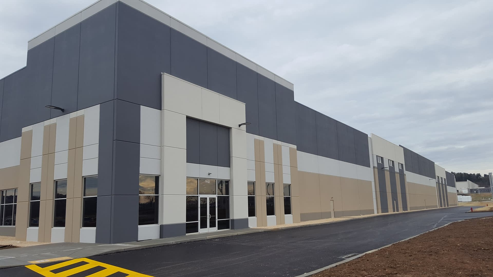 den road logistics center - Exterior 1